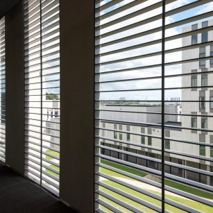 Antwerpen - Forensisch Psychiatrisch Centrum - Zonwering | Anvers - Centre de Psychiatrie Légale - Pare soleil (c) VK Group