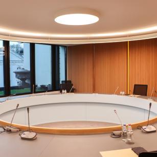 gerenoveerde vergaderzaal / salle de réunion rénovée