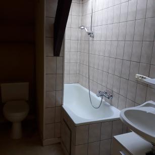 Hastière route de Philippeville 12 - salle de bain appartement 2